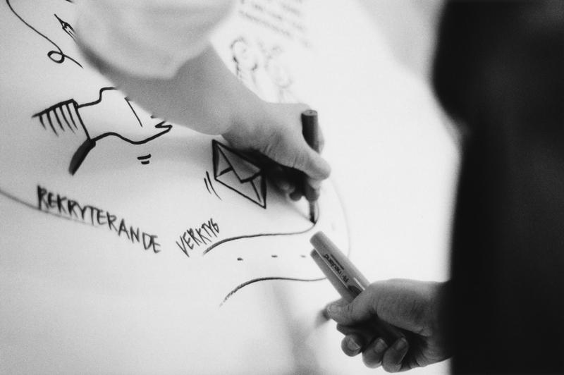 Maja Larsson tecknar