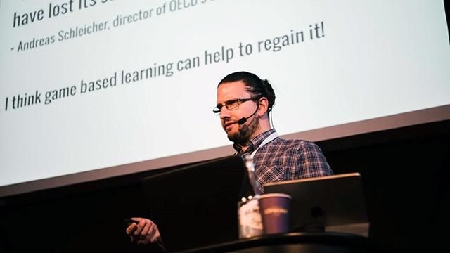 Adam Palmquist föreläser