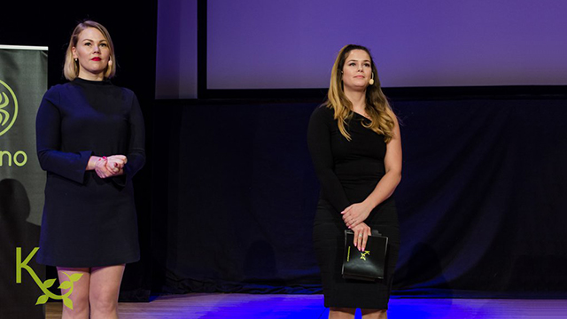 Cecilia Victoria Kärrberg och Jenni Laapotti på scen