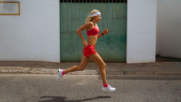 Charlotte Karlsson joggar