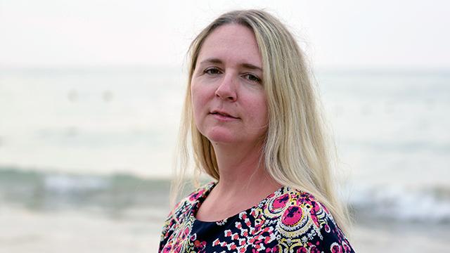 Elin Lundberg vid havet