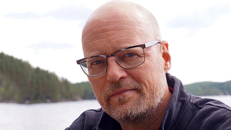 Erik B Larsson