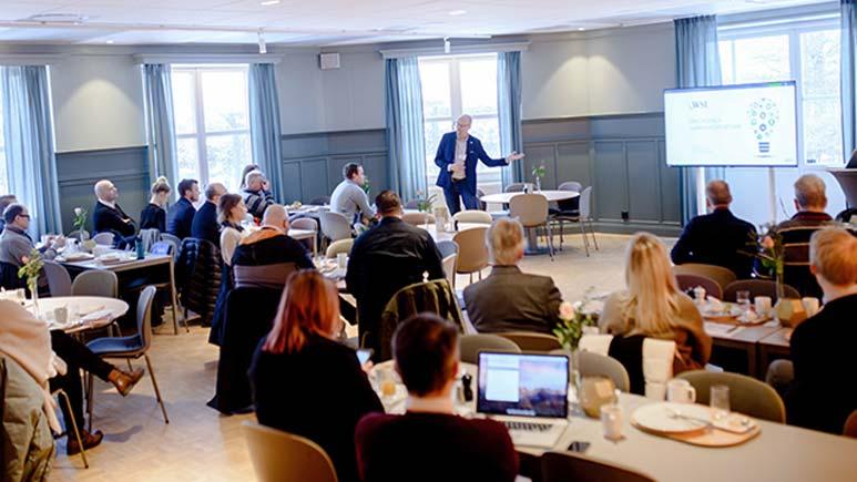 Erik B Larsson föreläser
