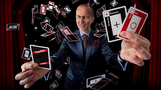 Lars-Peter Loeld trollar med kort