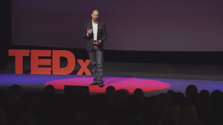 Mikael Karlsson föreläser på TEDx