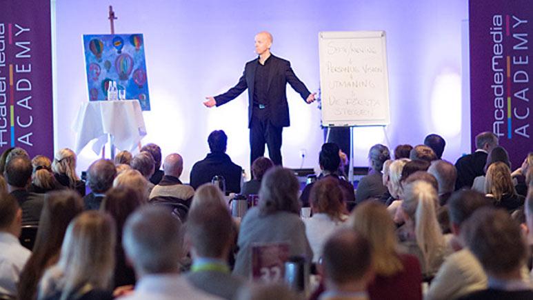 Niklas Lundblad föreläser