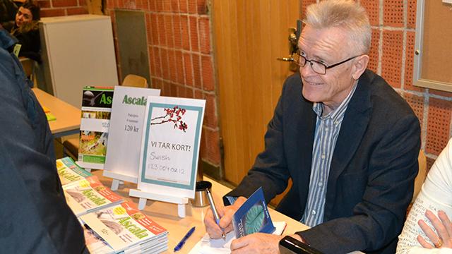 Terry Evans signerar