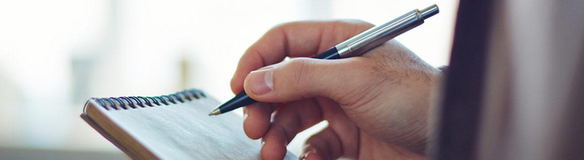 Föreläsare skrivande